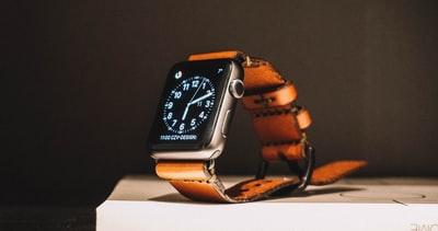 営業マンの腕時計の選び方とおすすめなブランド【2本持ちが吉です】